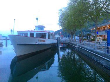 Küssen und Kuscheln am Wasser (Bielersee)